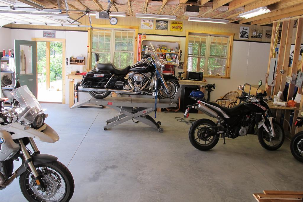 Motorcycle lift   Handy vs  Atlas | Adventure Rider
